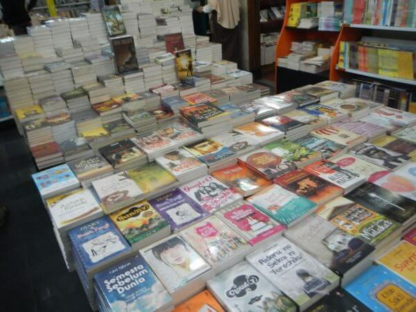 Buku-buku di Toko Buku Togamas