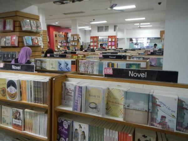 Suasana Rumah Buku Bandung