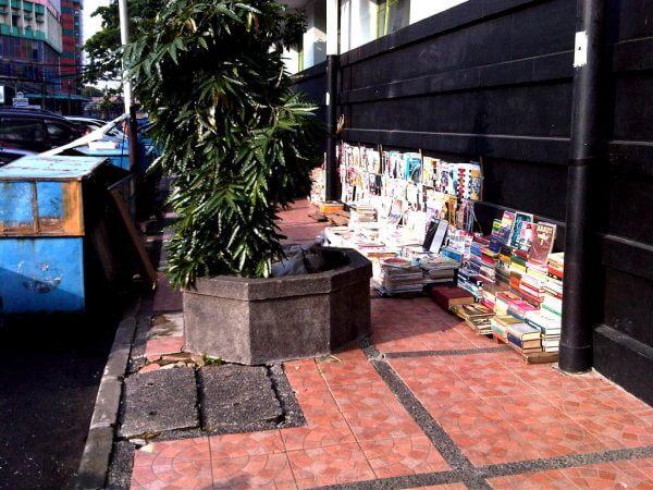 Trotoar buku bekas cikapundung