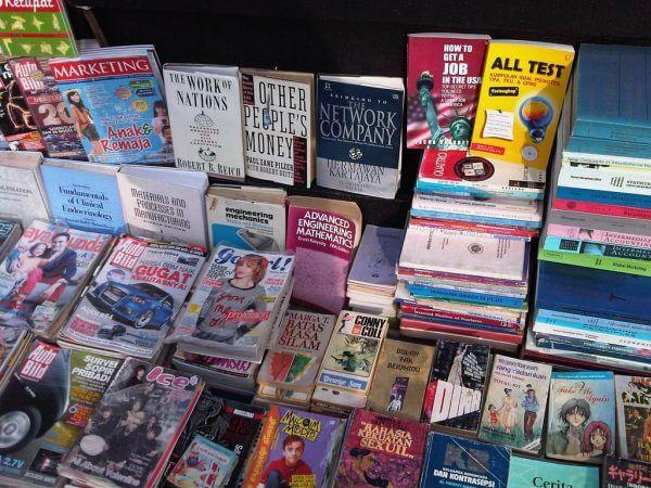 Koleksi buku bekas cikapundung