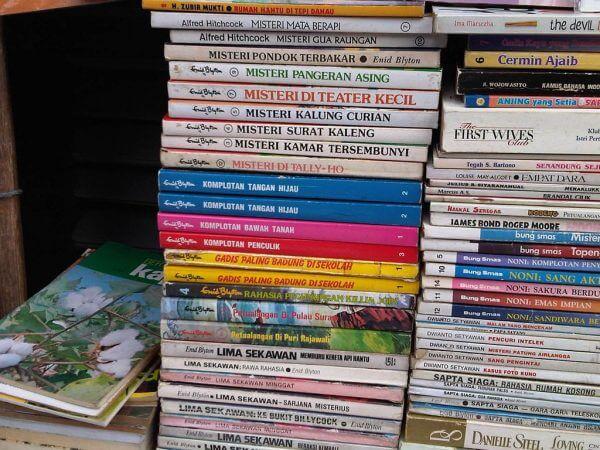 Tumpukan buku bekas cikapundung